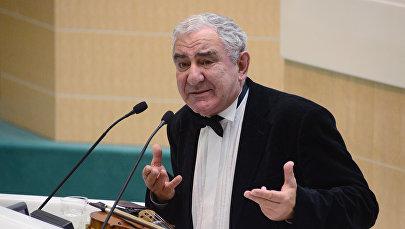 Всемирно известный музыкант, культуролог и педагог Михаил Казиник. Архивное фото