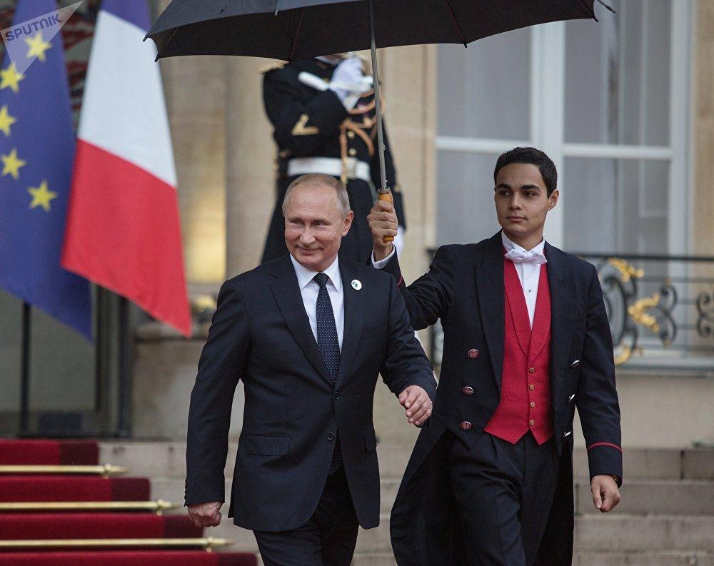 Владимир Путин Елисей сарайындагы салтанатта (Париж, Франция)