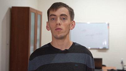 Пережил оскорбления в детдомах — видео о бишкекчанине, помогающем детям