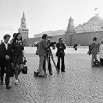 Режиссер, сценарист и заслуженный деятель искусств Киргизской ССР Геннадий Базаров во время съемок в Москве