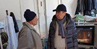 Бишкек мэри Азиз Суракматов убактылуу баш калкалоочу жайда жашап жаткандарды барып көргөнүн муниципалитеттин маалымат кызматы кабарлады