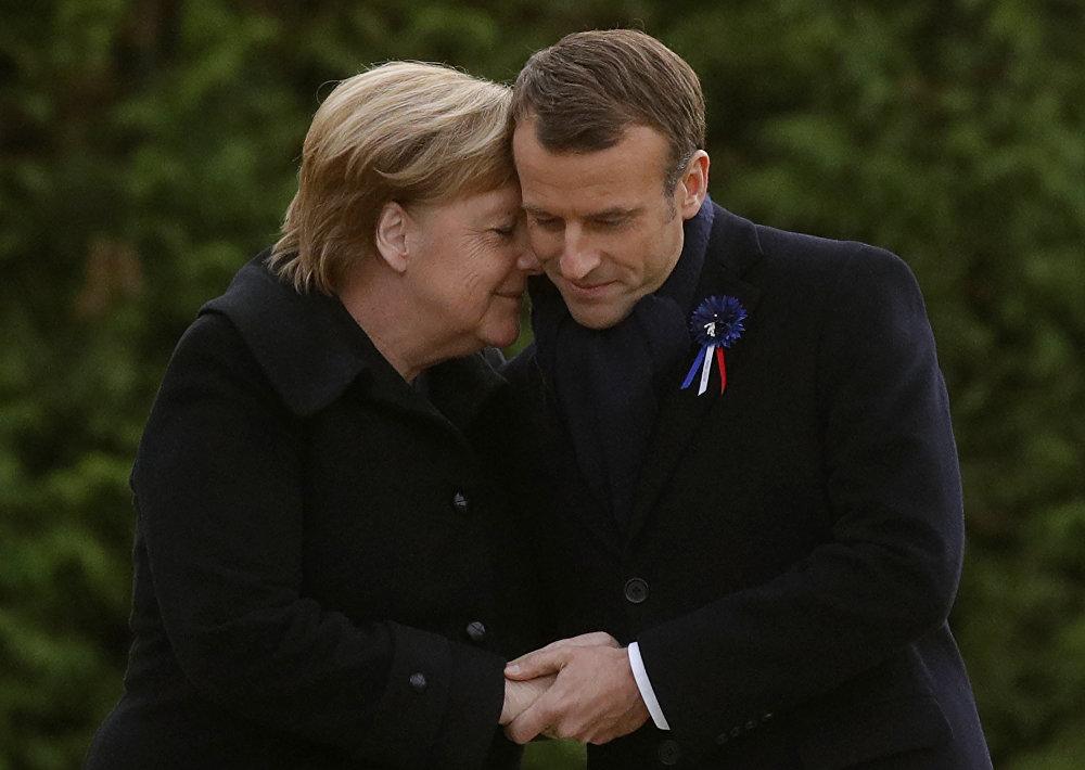 Франциянын президенти Эммануэль Макрон менен Германия канцлери Ангела Меркель мемориалдык такта ачуу салтанатында