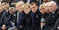 Мемориальная церемония у Триумфальной арки в Париже