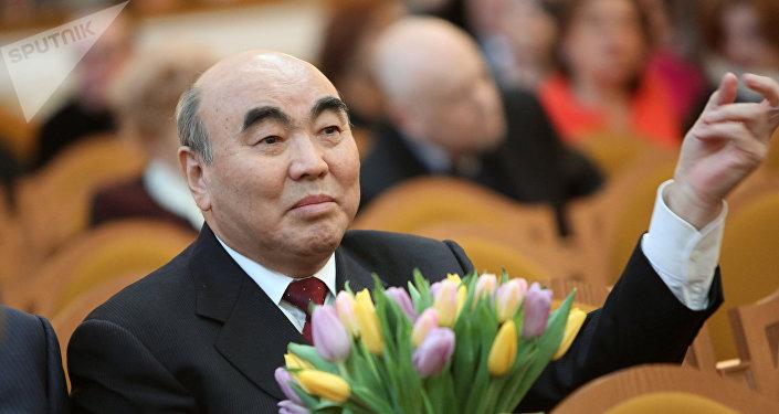 Кыргызстандын тунгуч президенти Аскар Акаевдин архивдик сүрөтү