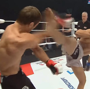 Кыргызстанец эффектно победил российского бойца на M-1 Challenge. Видео