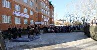 Ош шаарында УКМК кызматкерлерине жаңы курулган үйдүн ачкычтары тапшырылды