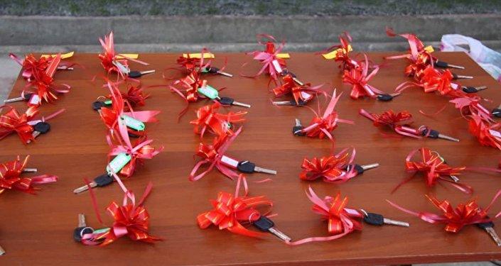 Бул турак үйдөн УКМК кызматкерлеринен 49 үй-бүлө батирге ээ болду.