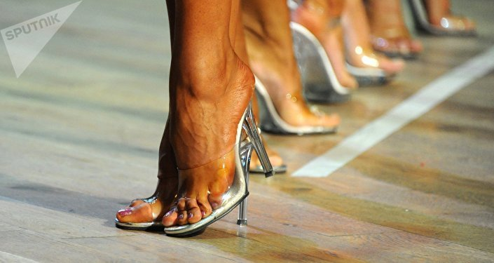 Ноги модели. Архивное фото