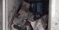Жүрөк айланат! Бишкек тургунунун батиринен тонналаган таштанды чыкты