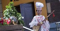 Алымканды созгон кичинекей Акмарал: той ырчысы болгум келбейт. Видео