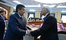 Президент КР Сооронбай Жээнбеков и экс-премьер-министр Амангелди Муралиев