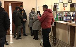 Түркияда мукураган кыргыздардын ата-энеси Миграция кызматынын эшигин какты. Видео