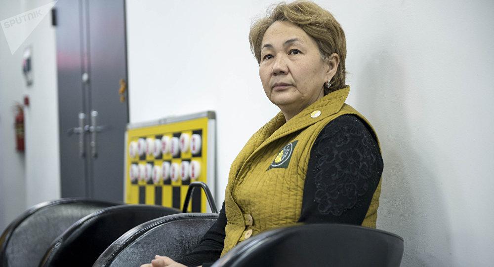 Биз ракка каршыбыз коомдук фондусунун жетекчиси, рак оорусун жеңген Гүлмира Абдразакова
