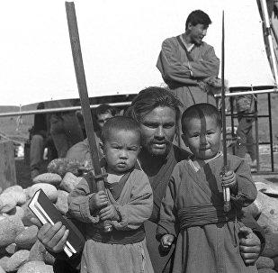 Ричард Тайсон менен кылыччан кыргыз балдар. Чыңгыз хандагы таберик сүрөт