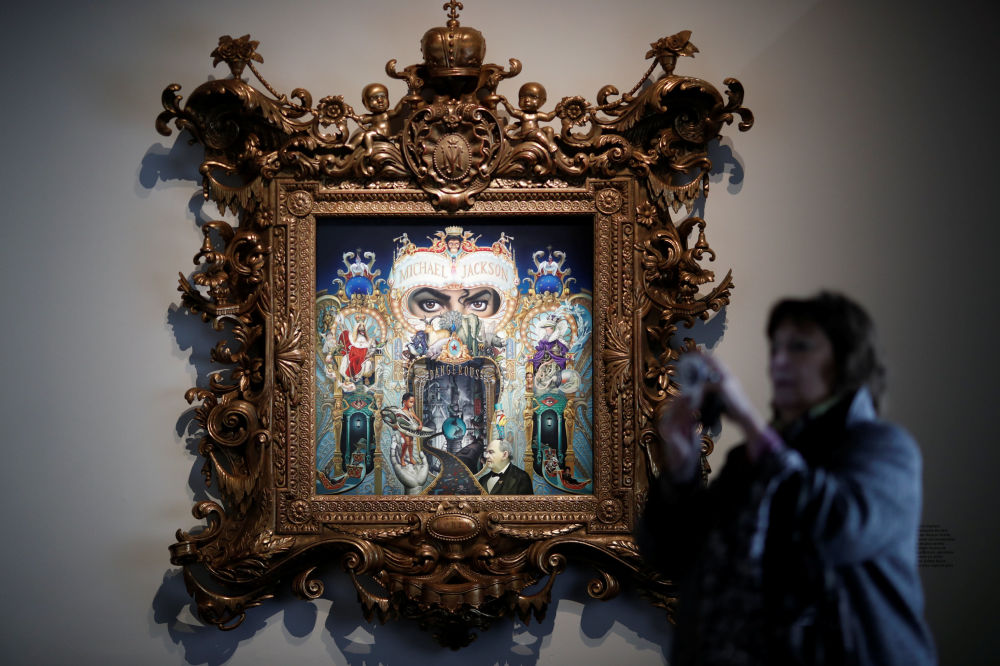 Кроме архивных семейных снимков и фото с выступлений, можно было увидеть картины, созданные специально для выставки