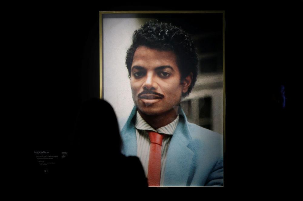 Организаторы решили исследовать влияние короля поп-музыки на современное искусство