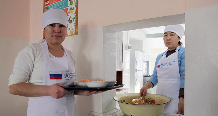 Введение горячего питания в 62 школах в Нарынской области