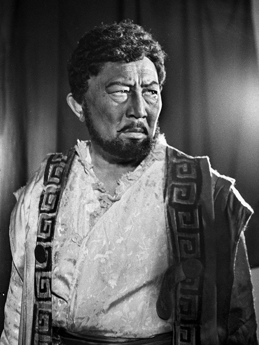 Муратбек Рыскулов в роли Отелло из пъесы Уильям Шекспира