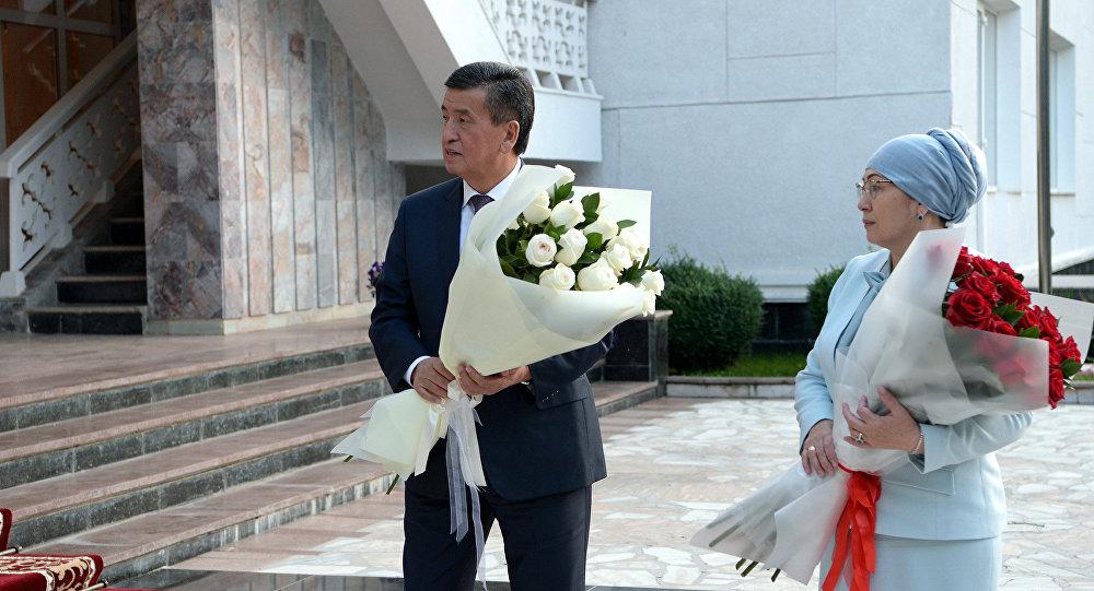 Кыргызстандын президенти Сооронбай Жээнбеков жана биринчи айым Айгуль Токоева. Архивдик сүрөт