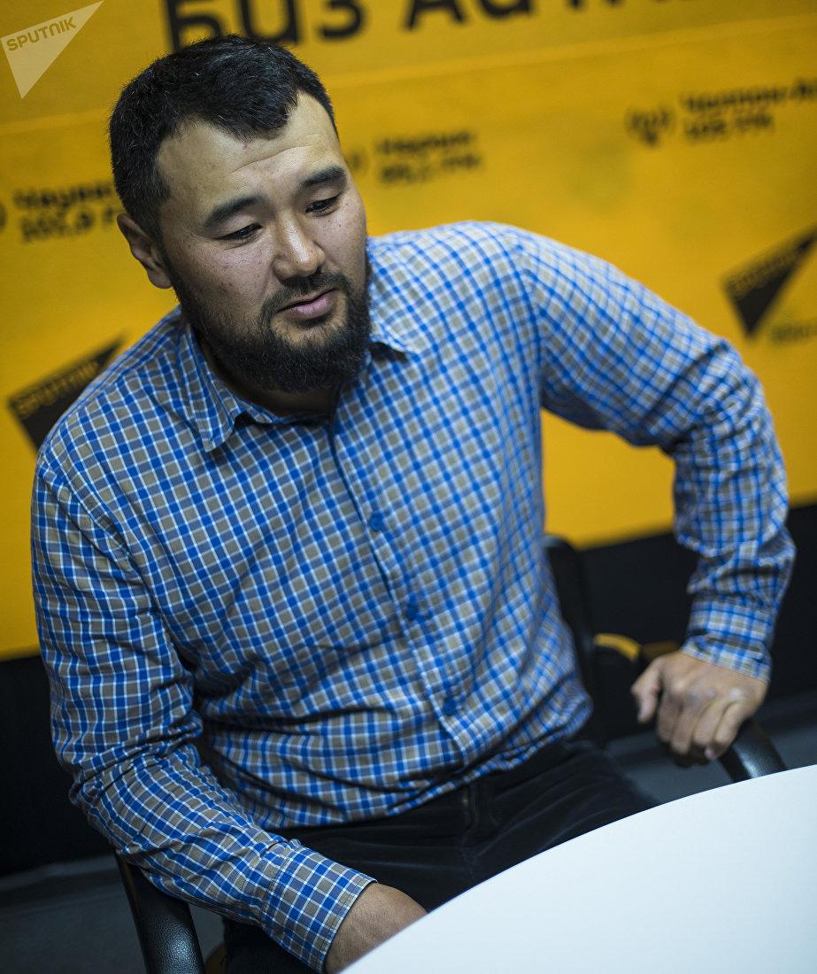 Кыргызстанский путешественник Нурбек Адышев, который пешком преодолел путь из Джалал-Абада в Бишкек
