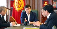 Премьер-министр Мухаммедкалый Абылгазиев жыйын учурунда. Архив