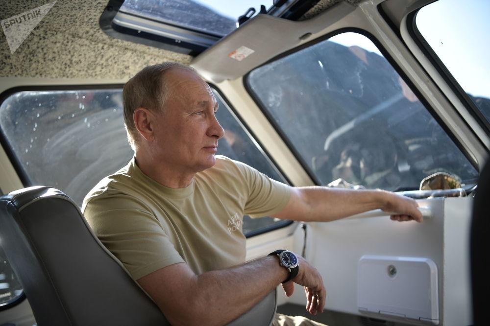 Путин во время отдыха в Саяно-Шушенском заповеднике в Тыве