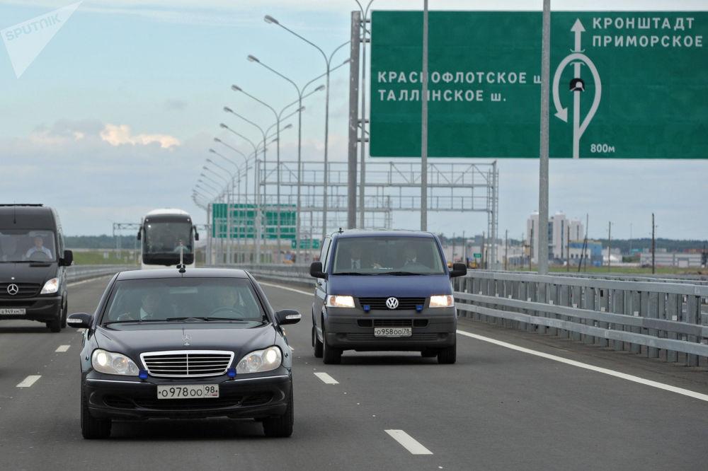 Владимир Путин за рулем Mercedes