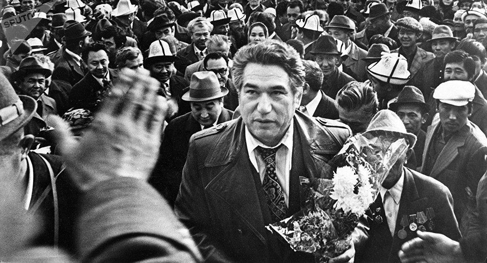 Всемирно известный писатель Чингиз Айтматов. Архивное фото