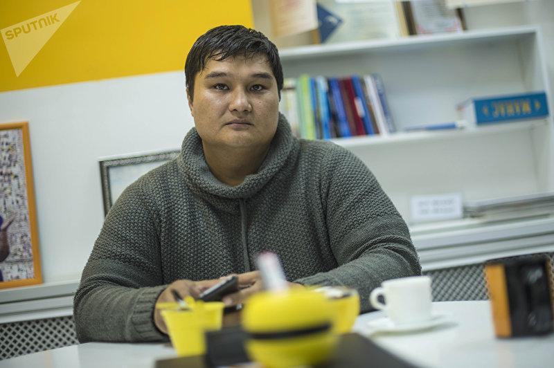 Программист Спартак Подоляк во время интервью