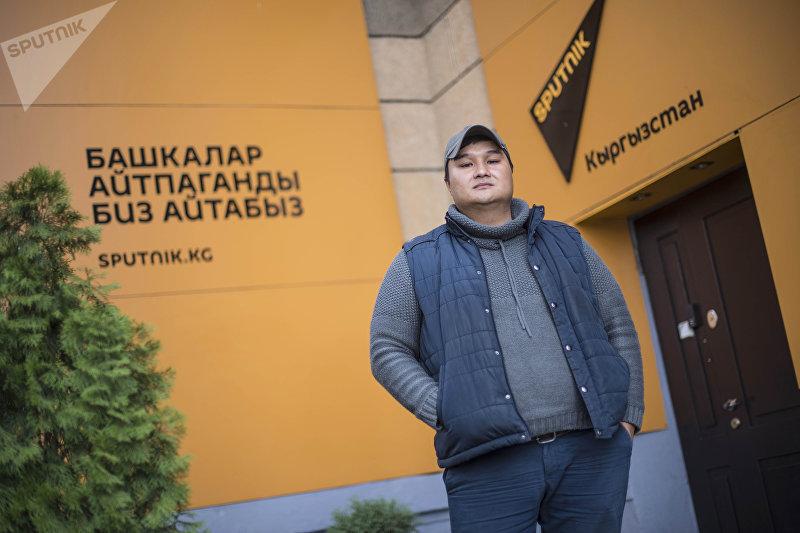 Программист Спартак Подоляк во время фотосета