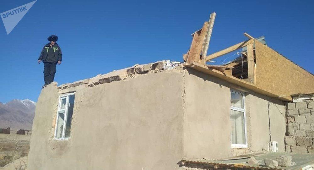 Последствия сильного ветра в Балыкчи. Архивное фото