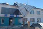 Сильный ветер снес крышу городского отдела внутренних дел (ГОВД) Балыкчи