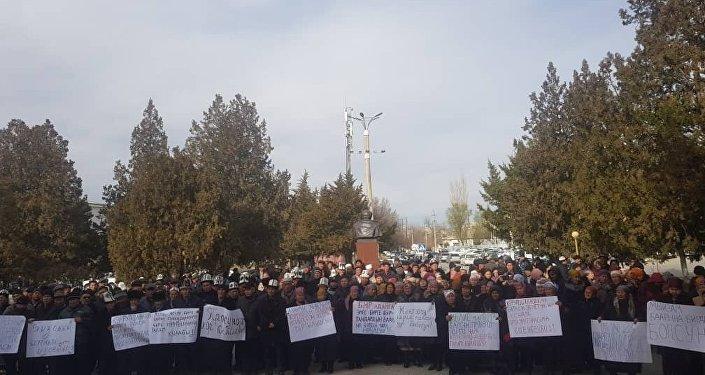 Как сообщила сестра арестованного Дариха Калыкова, митинг провели у здания полномочного представительства правительства в регионе.