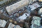 Вид с дрона на жилые дома в одном из микрорайонов Бишкека. Архивное фото
