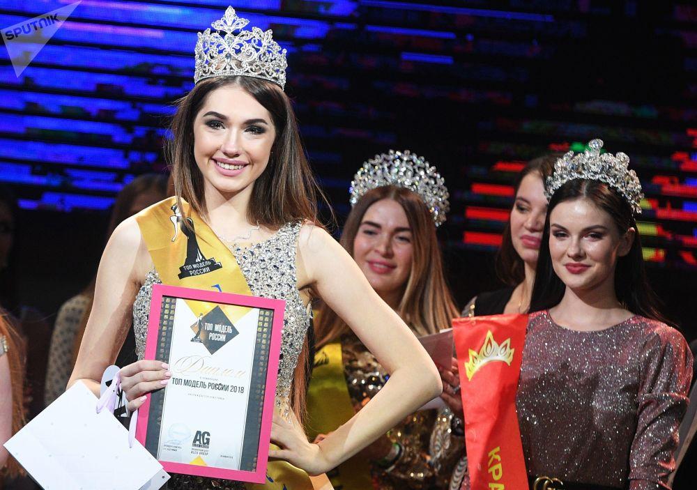 Топ-моделью России — 2018 стала Алина Рудакова
