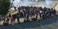 Как военные США разгоняли слезоточивым газом мигрантов из Мексики — видео