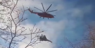 Вертолет взял на буксир Су-27 — видео из Петербурга