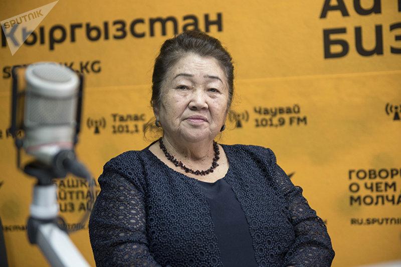 Режиссер КТРК, отличник культуры Ырыс Айманбетова во время беседы на радио Sputnik Кыргызстан