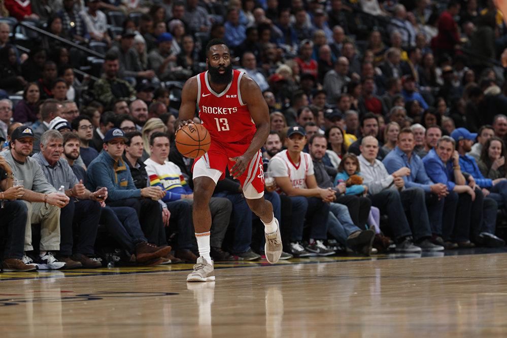 Америкалык баскетболчу Жеймс Харден 46,4 миллиона доллары менен 6-орунду камсыз кылды. Ал учурда 29 жашта