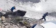 На волоске от смерти — глыба едва не раздавила альпиниста в Пакистане. Видео