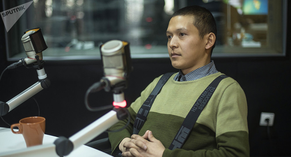 Бишкекчанин Улан Маматалиев во время беседы на радио Sputnik Кыргызстан