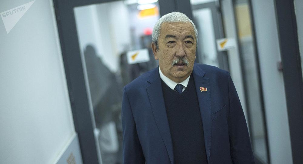 Жогорку Кеңештин депутаты Исхак Масалиев атасы Абсамат Масалиев