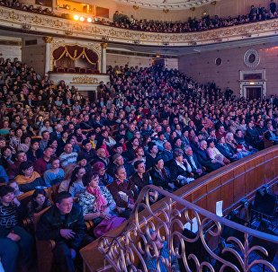 Люди на концерте в Кыргызском национальном академическом театре оперы и балета. Архивное фото