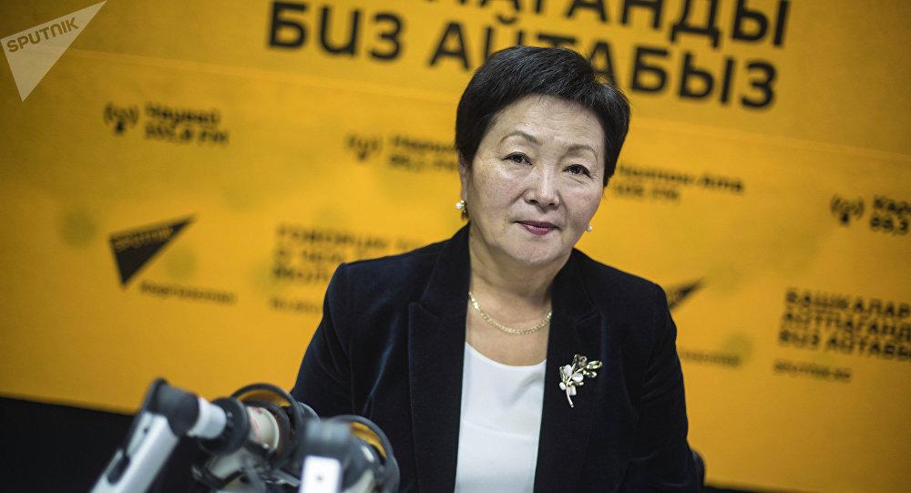 Руководитель республиканского СПИД-центра Умуткан Чокморова во время беседы на радио Sputnik Кыргызстан