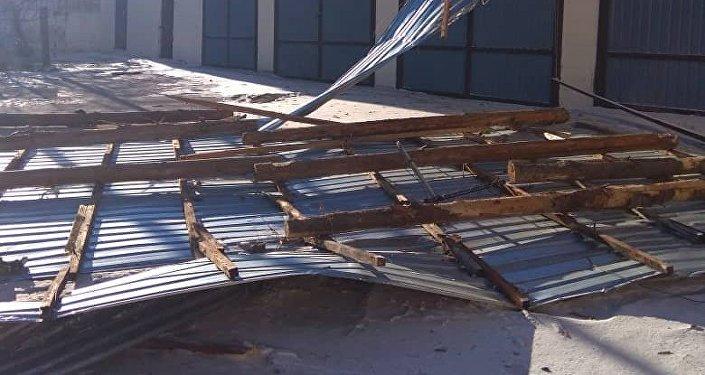 Последствия сильного ветра в Караколе