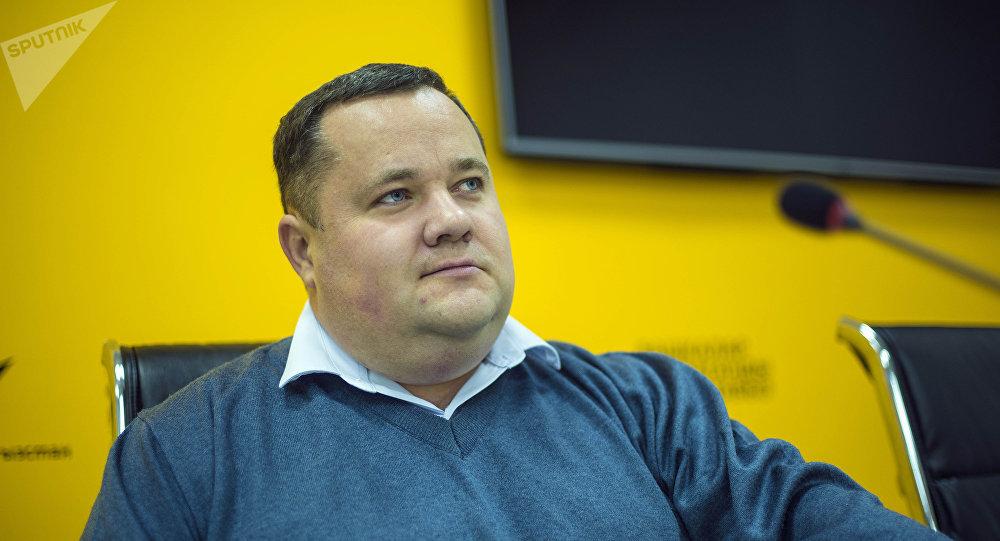Директор единого правового центра Вигенс Владимир Плужник во время беседы