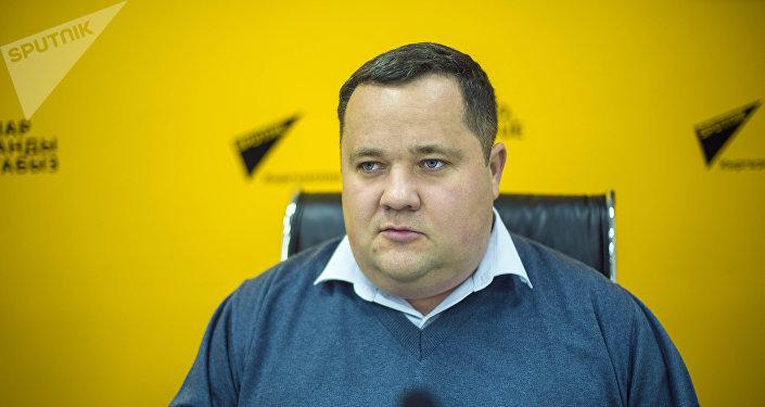 Директор единого правового центра Вигенс Владимир Плужник во время беседы. Архивное фото