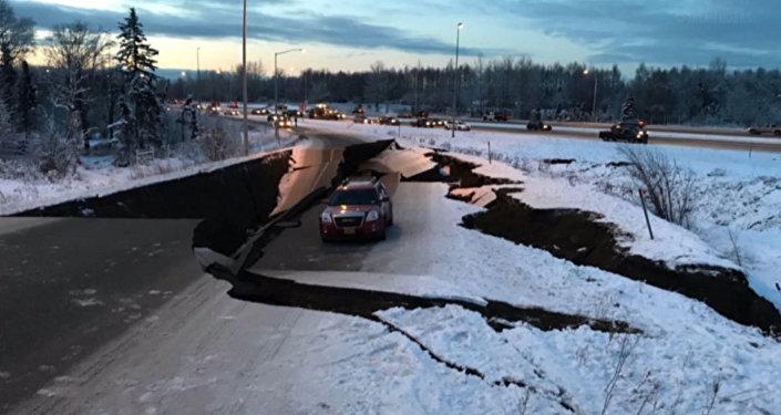 Первые моменты землетрясения на Аляске. Съемки очевидцев