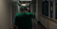 Хирург в больнице. Архивное фото
