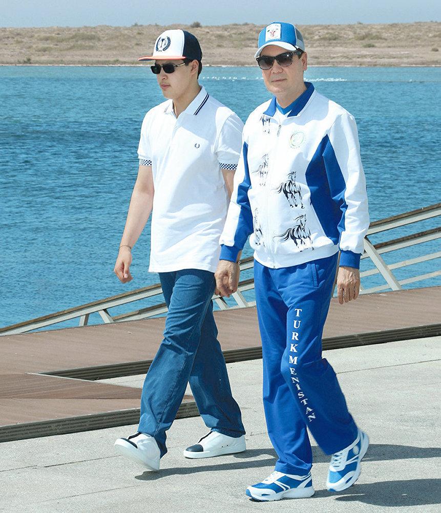 Президент Туркменистана Гурбангулы Бердымухамедов с внуком Керимгулы